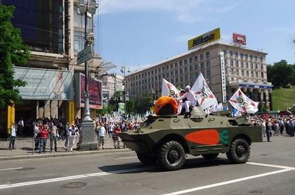 Міліція склала три адмінпротоколи щодо провокації з БТР, який орендував блогер Володимир Петров