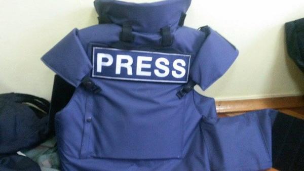 ІМІ придбав для журналістів нові бронежилети із повним захистом