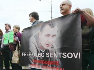 Захист Сенцова оскаржуватиме його арешт - кримські суддя і прокурор не мали права діяти від імені Росії
