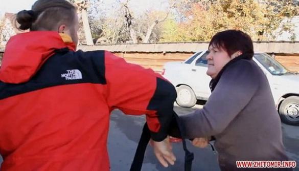 Суд щодо нападу на житомирських журналістів затягується через неявку власниці готелю