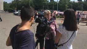 Увага ЗМІ до переселенців поверхова й зосереджена на висвітленні дій влади – медіамоніторинг
