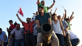 Обидва захоплених військовими турецьких телеканали відновили ефір