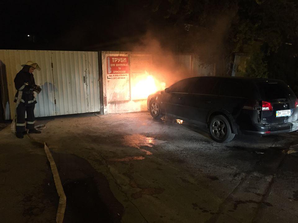 У  Рівному журналістові спалили автомобіль