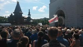 Минск: Павла Шеремета проводили в последний путь аплодисментами и возгласами «Жыве Беларусь»