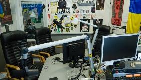 Рок-весло та гільза від снаряду – на екскурсії студією Radio Roks