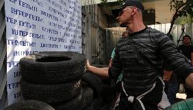 «Інтер» вимагає в поліції розблокувати телеканал і розігнати протестувальників