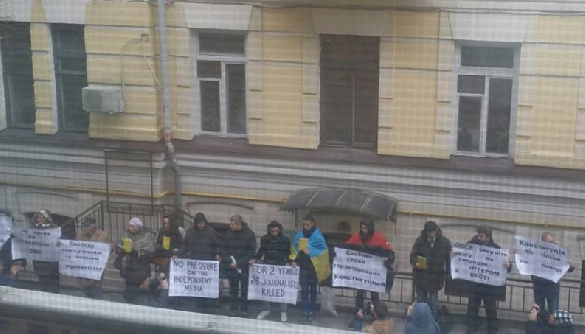 У Києві пікетують офіс ОБСЄ та вимагають звернути увагу на ситуацію з «Інтером» та «Вестями»