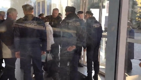 У Кривому Розі «Муніципальна гвардія» перешкоджала журналістам потрапити на сесію міськради
