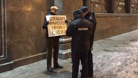 Марк Фейгін проводить пікет у Москві на підтримку Романа Сущенка