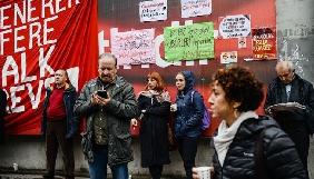 Поліція у Стамбулі силою розігнала протестувальників проти арешту журналістів опозиційної газети