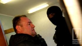 У Кривому Розі чоловік з автоматом перешкоджав журналісту потрапити до міськради