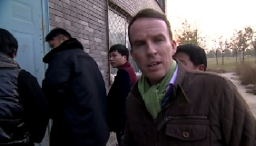 Китайські «тітушки» перешкоджали журналістам ВВС взяти інтерв'ю