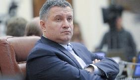 МВС оплатило судове стягнення «Українським новинам», але не повідомило, кому Аваков дарував зброю