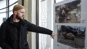 У Києві відкрили виставку  з фотографіями тварин, покинутих на Донбасі через війну
