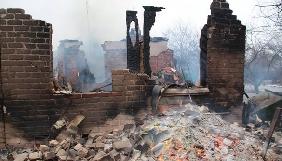 У гасінні будинків після нічних обстрілів Авдіївки взяли участь журналісти