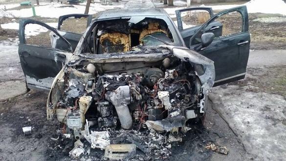 У Кам'янському спалили автомобіль ще одного редактора