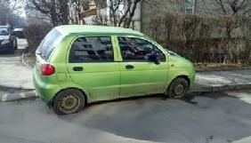 У Чернівцях порізали колеса авто директора телеканалу ТВА