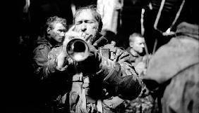 Аэропорт, война и медные трубы. В сети появились фотографии со съемок фильма «Киборги»