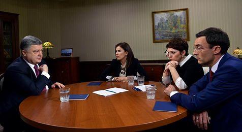 Порошенко дав інтерв'ю трьом каналам