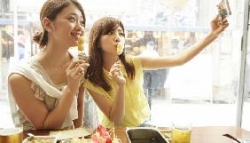 В Японії запустили сервіс оренди несправжніх друзів для селфі