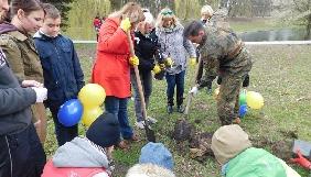 Ведучі «Дуже радіо» разом із слухачами озеленили Піскові озера у Львові