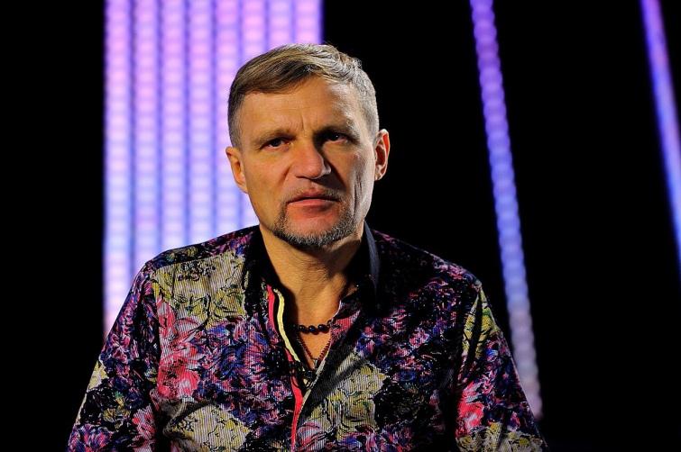Олег Скрипка вважає, що для тих, хто не може вивчити українську, треба робити гетто