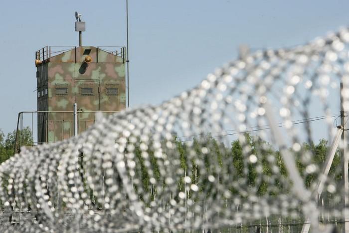 СБУ закликала журналістів не провокувати охорону військових об'єктів, бо вона може відкрити вогонь