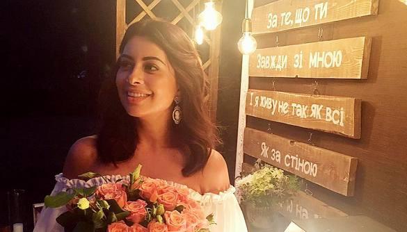 Екс-учасниця «Холостяка» анонсувала весілля та шукає сукню