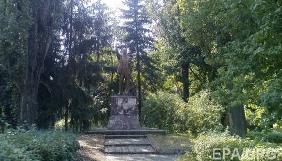 В Києві знесли пам'ятник Леніну, охорона якого напала на журналістів «Громадського ТБ» (ВІДЕО)