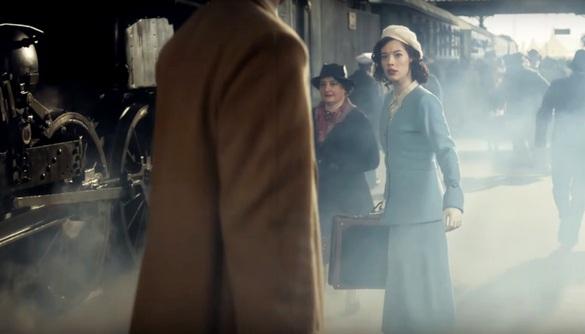 Зворушливе відео. Французька компанія презентувала рекламний ролик про кохання через сторіччя
