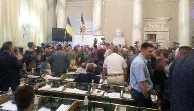 Під час захоплення мітингарями Львівської облради постраждала журналістка