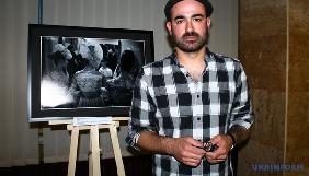 В Києві французький фотожурналіст відкрив виставку своїх робіт про війну на Донбасі