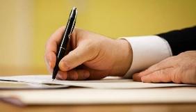 Порошенко підписав закон, що дозволяє Міноборони створювати друковані ЗМІ під час проведення АТО