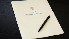 Порошенко нагородив орденами з нагоди безвізу двох журналістів і трьох громадських діячів