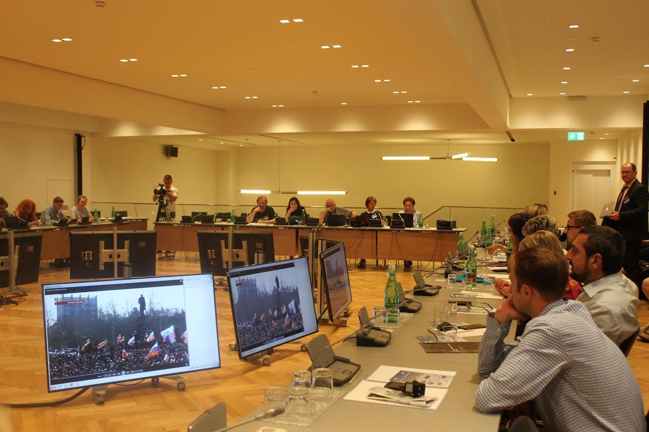 Центр інформації про права людини представив у Відні список порушників прав журналістів у Криму