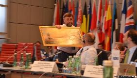Модератор конференції ОБСЄ у Відні не прийняв подарунок від члена російського Союзу журналістів Сергія Горбачова