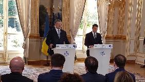 Порошенко передав президенту Франції картину Романа Сущенка