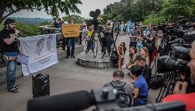 Поки Сенцова не забувають – тюремники ставитимуться до нього з обережністю - акція на підтримку режисера