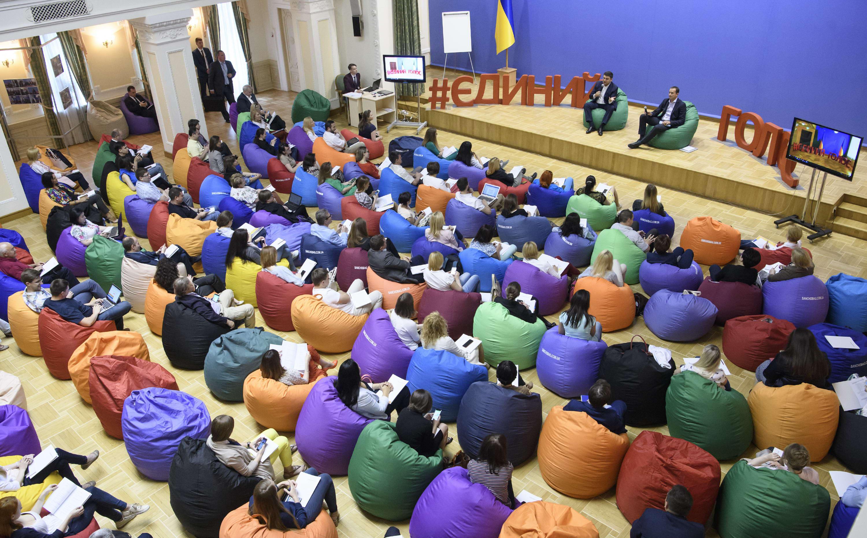 Уряд накреативив й інновації у кріслах-мішках