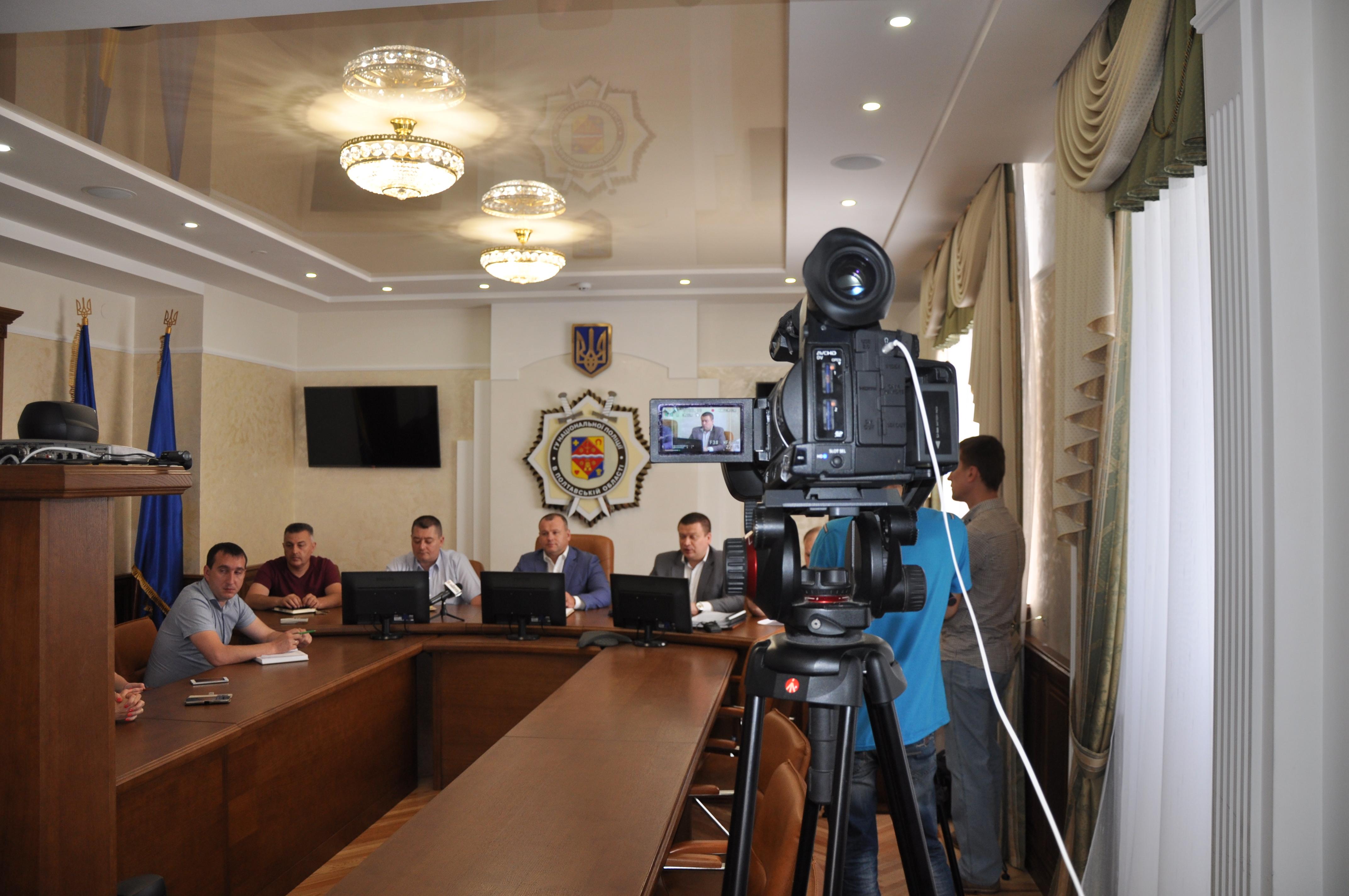 Полтавські поліціянти розповіли, як розслідуються резонансні справи щодо погроз та перешкоджання журналістам