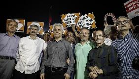 У Туреччині влада звільнила сімох журналістів газети Cumhuriyet