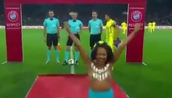 В телетрансляцію матчу Україна-Туреччина потрапив інцидент з активісткою Femen - вона затримана (ВІДЕО, ДОПОВНЕНО)