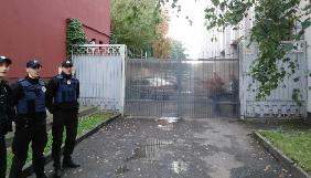 У Луцьку журналістів «Аверсу» заблокували на території СБУ, звинувативши в незаконному проникненні