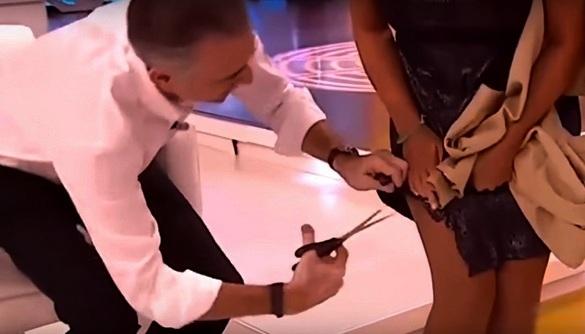 Телеведучий іспанського ТБ заради помсти в прямому ефірі порізав сукню колеги