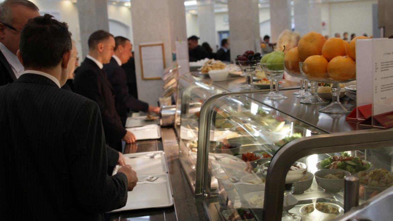 Народні депутати поскаржилися на журналістів, як «заважають обідати» в їдальні Верховної Ради