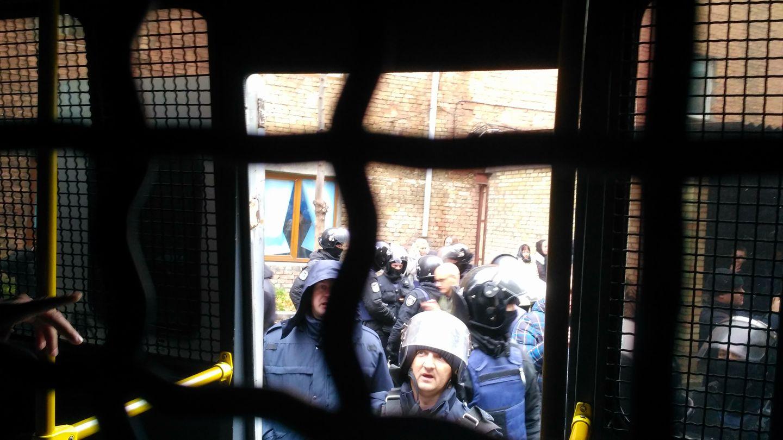 Спецпризначенці побили й затримали журналіста УНІАНу Сергія Лефтера під Святошинським судом