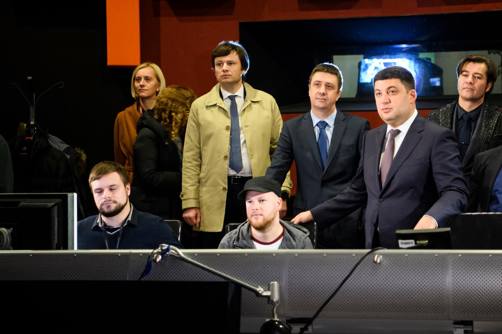 Як український прем'єр пообіцяв ходити на українські кінопрем'єри