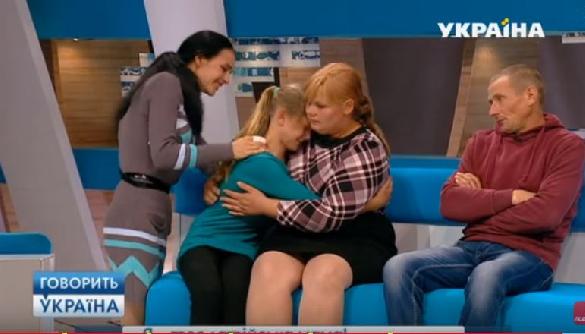 naduvnih-zhena-proglotila-vse-do-kapli-video-lesbiyanki