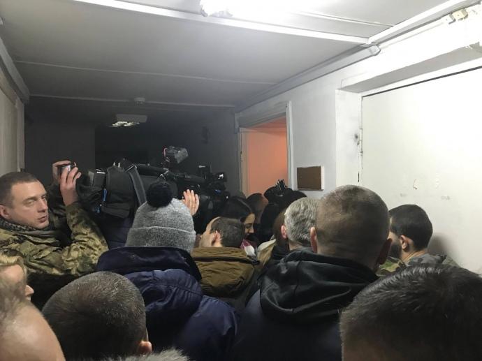 Частина ЗМІ не змогла потрапити до зали суду, де розглядають справу сина  Авакова (ВІДЕО)