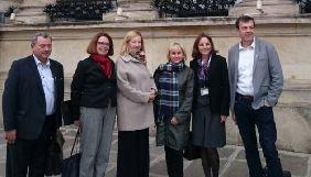Дружина Сущенка в Парижі зустрілася з депутатами Національних зборів Франції